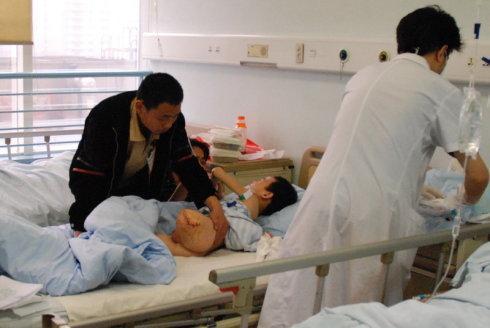 孩子半厘米伤口清创包扎竟无医院收诊,儿科看病难在哪