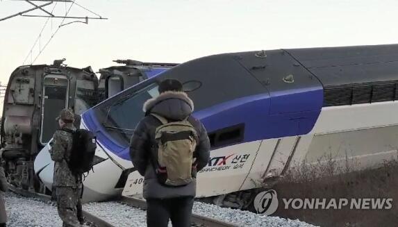 韩国载198人高铁发车5分钟后脱轨 14人受伤(图)