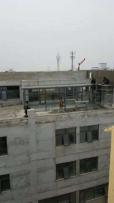 河南登封一违建大楼被指举报多年仍加盖 当地回应