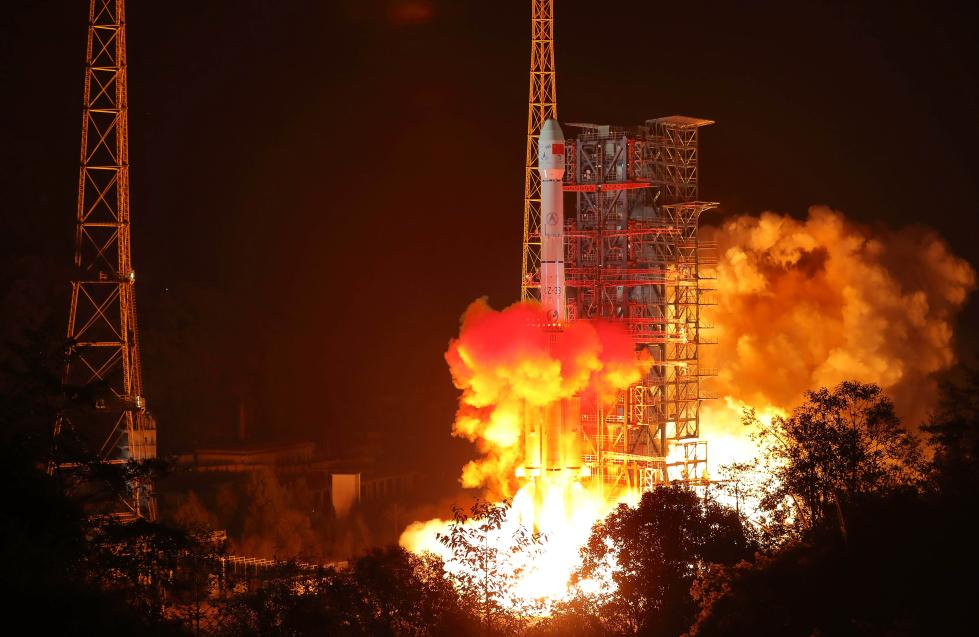 我国探月工程嫦娥四号探测器成功发射