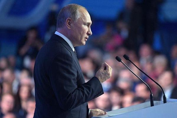 俄罗斯执政党年度会议举行 普京和梅德韦杰夫出席