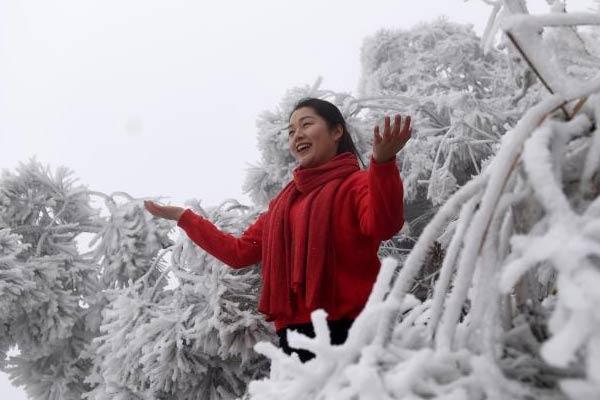 """贵州多地受冷空气影响 现""""挂冰""""美景"""