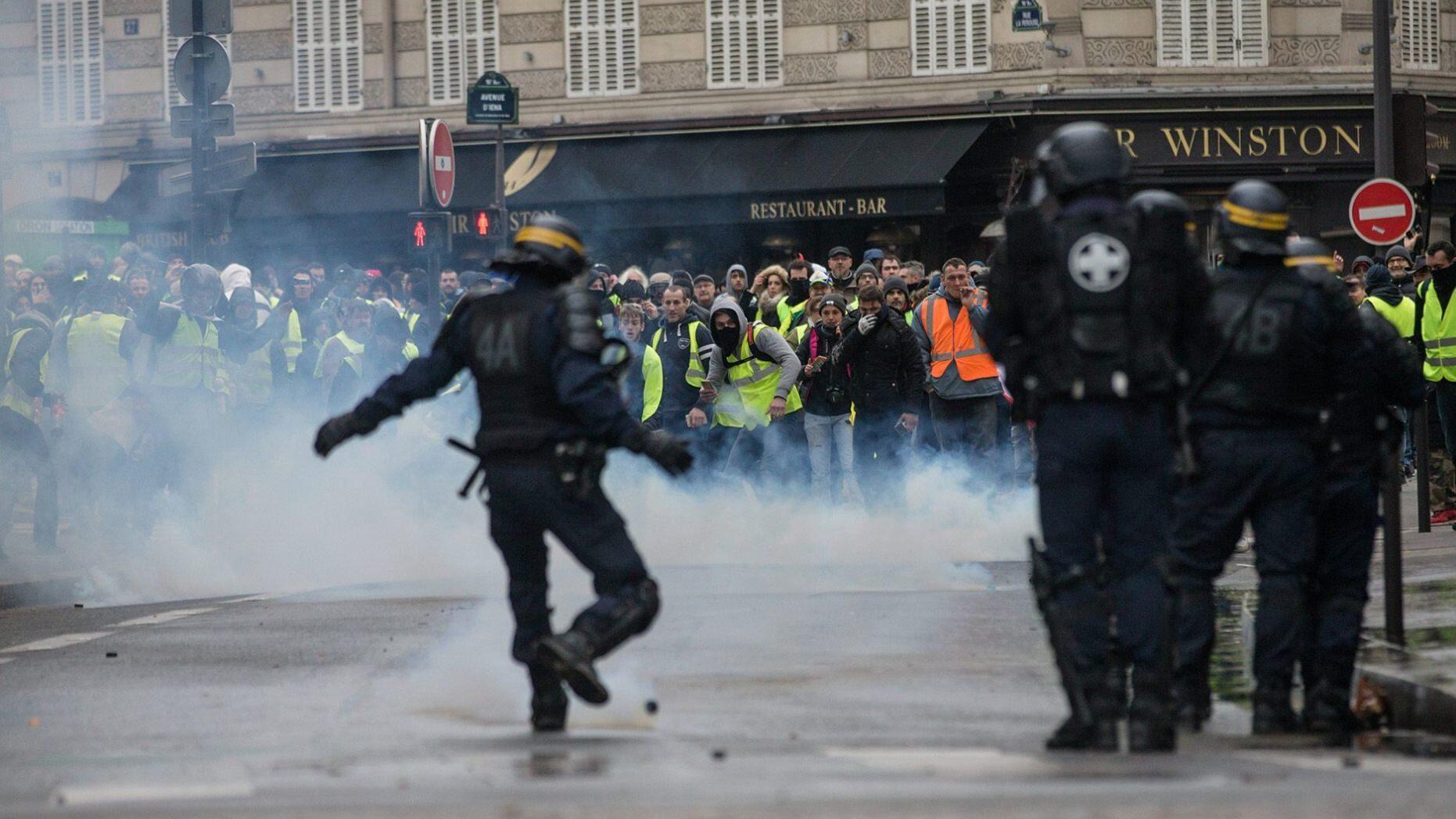 特朗普1天2推提法国骚乱:要不学学我,放弃巴黎协定