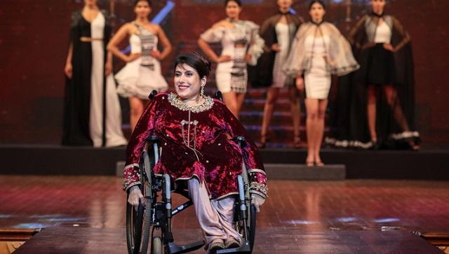 印度举办残疾人时装秀 模特自信诠释美