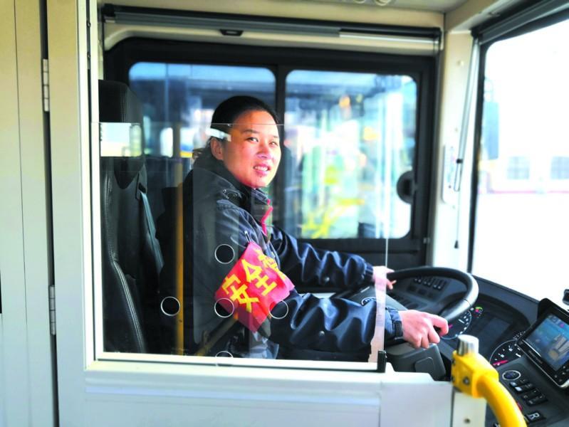 驾驶室安装安全门!青岛将再添80部空调公交车