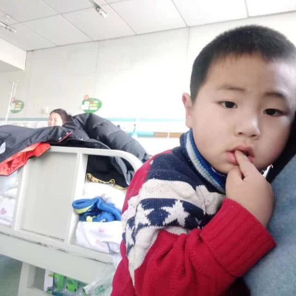 急寻家人!郑州一小男孩被遗弃在儿童医院,睡梦中都在找妈妈