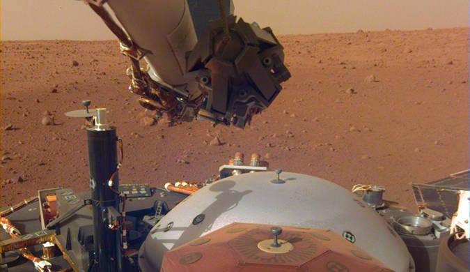 洞察号探测器拍摄火星埃律西昂平原照片
