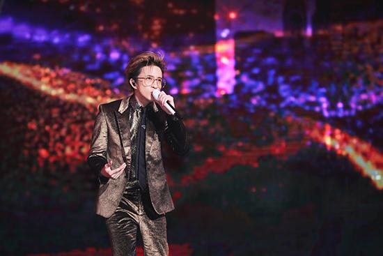 薛之谦斩获三项大奖 新歌将于本月发布
