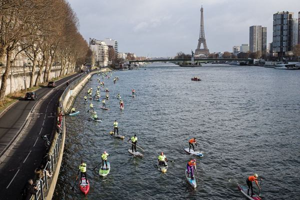 第九届Nautic Paddle比赛开幕 世界上最大的立式桨板比赛