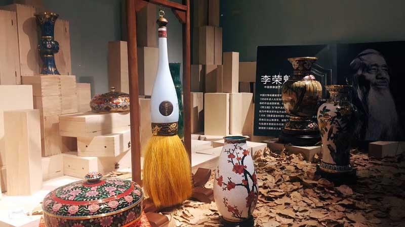 非遗大师文化跨界 创作中国首个白酒艺术品大手笔