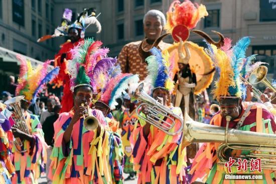 纪念曼德拉逝世5周年 南非3万人上街路跑