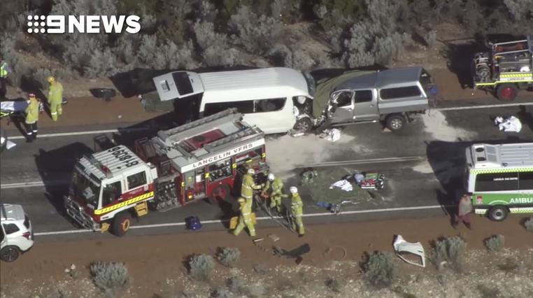 澳大利亚一载中国游客的小巴与一汽车相撞 事故致3人死亡