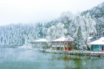 庐山迎来降雪现雾凇景观