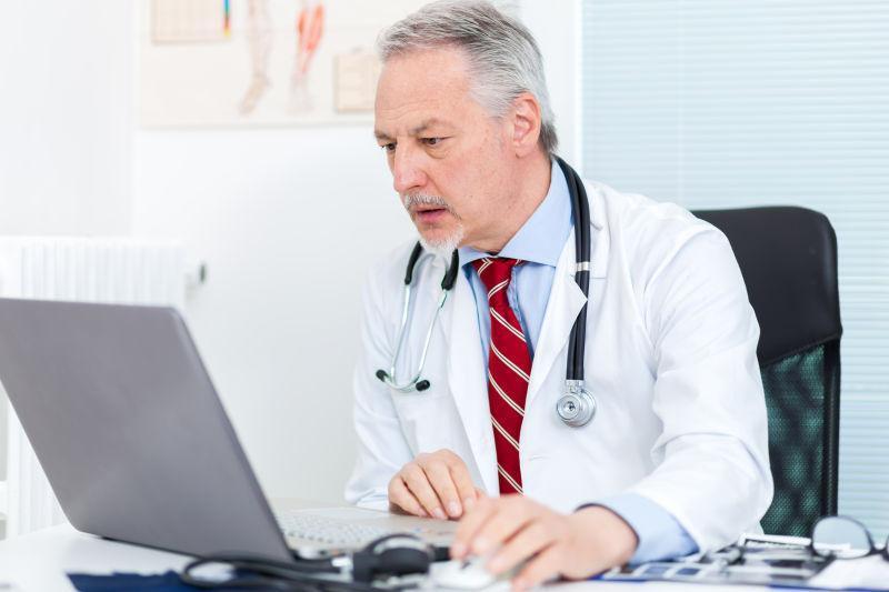 """原来在医生眼里,电脑成了医生和病人的""""第三者"""""""