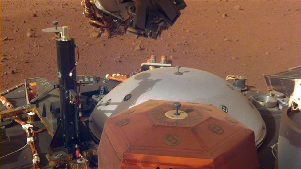 洞察号探测器登陆不到两周 捕捉到火星的风声
