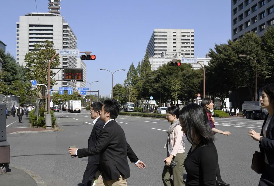 日本公务员发冬季奖金:平均71万 安倍603万