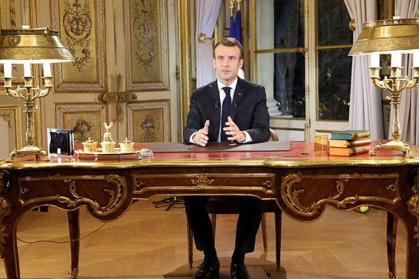 """马克龙宣布法国进入""""经济紧急状态"""" 并承诺涨工资"""
