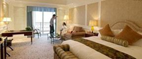 酒店被曝插座暗藏摄像头:正对着床