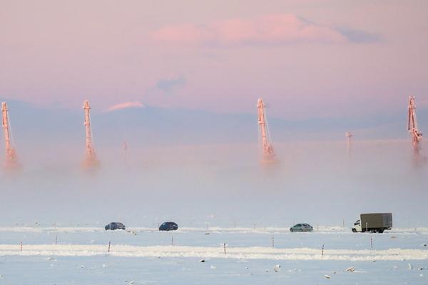 仿若行走云端!横跨鄂毕河的冰路在俄罗斯萨利哈德开放