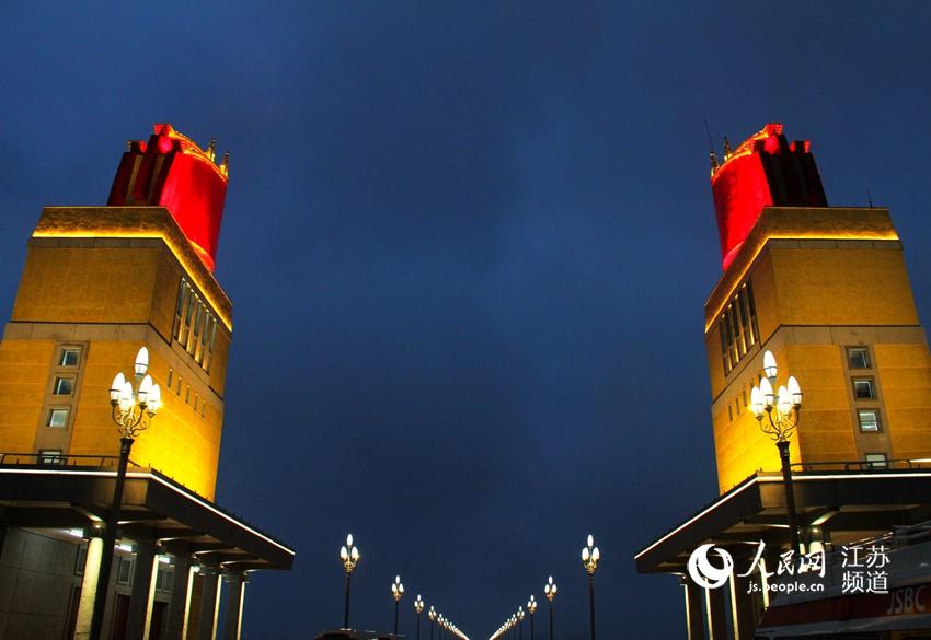 南京长江大桥华灯初上 宛若光影巨龙