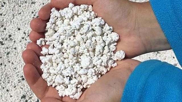 奇观!西班牙加那利群岛一海滩沙砾似爆米花