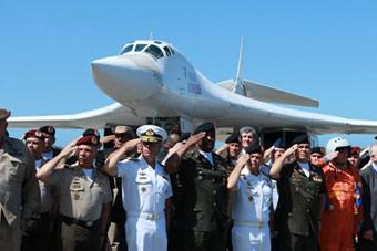 """俄两架图-160战略轰炸机飞抵美国""""后院"""""""