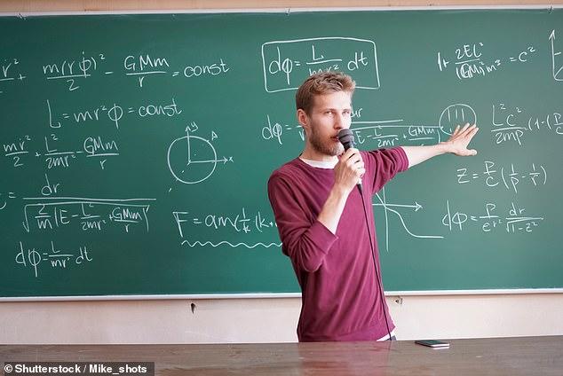 英教育标准局:数百名教师教育水平不过