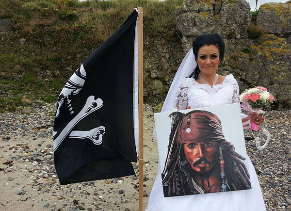 爱尔兰女子脑洞大开 与18世纪海盗鬼魂结婚