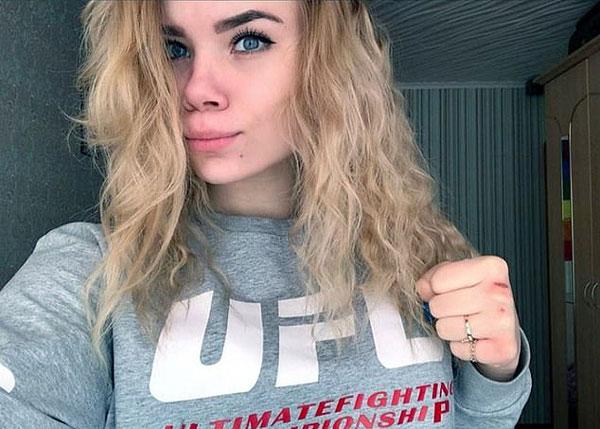 惋惜!俄少女拳击冠军浴室充电导致短路触电身亡