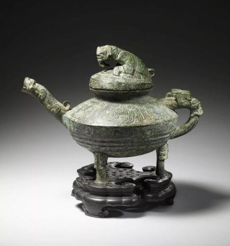 """青铜""""虎鎣""""曾在英被强行拍卖 买家捐赠回中国"""
