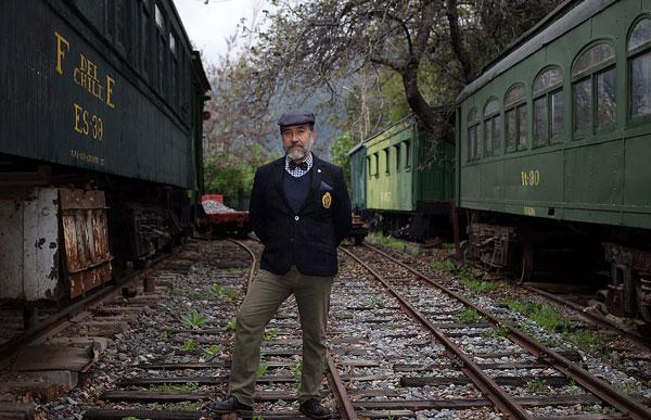 智利一教授收藏全尺寸列车 在家配建300米长轨道