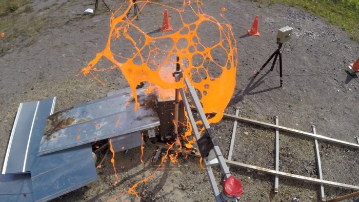 科学家自制熔岩喷发以研究火山运动