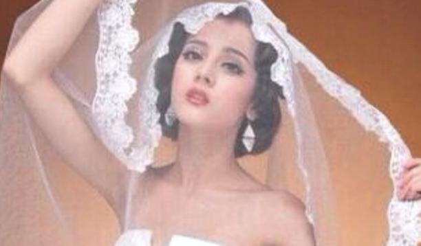 热巴出道前婚纱写真曝光 复古波浪短发充满异域风情