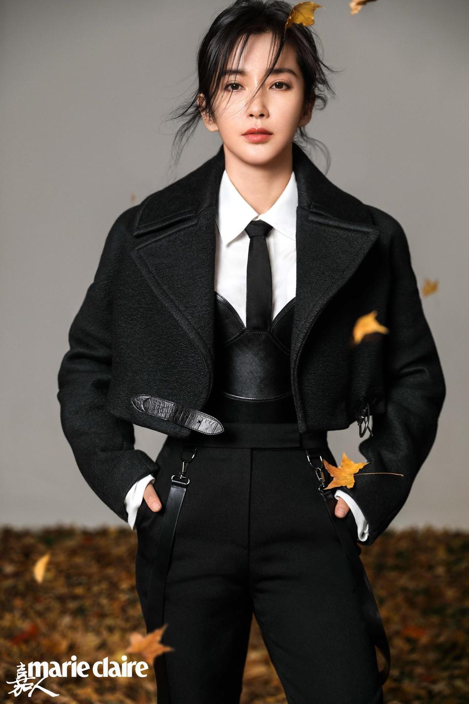 李冰冰开年封面大片曝光 迷人秋色中展帅气风格
