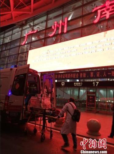 全国首次高危早产儿保温箱滇粤高铁转运成功实施