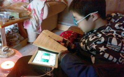 14岁学生患重疾休学在家 学校为他开直播课堂