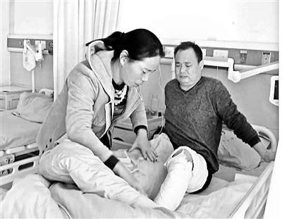 家中液化气爆燃17岁女孩全身烧伤 父亲割皮救女(图)