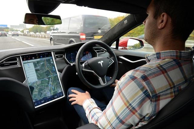 马斯克放豪言:Autopilot系统将实现全自动驾驶
