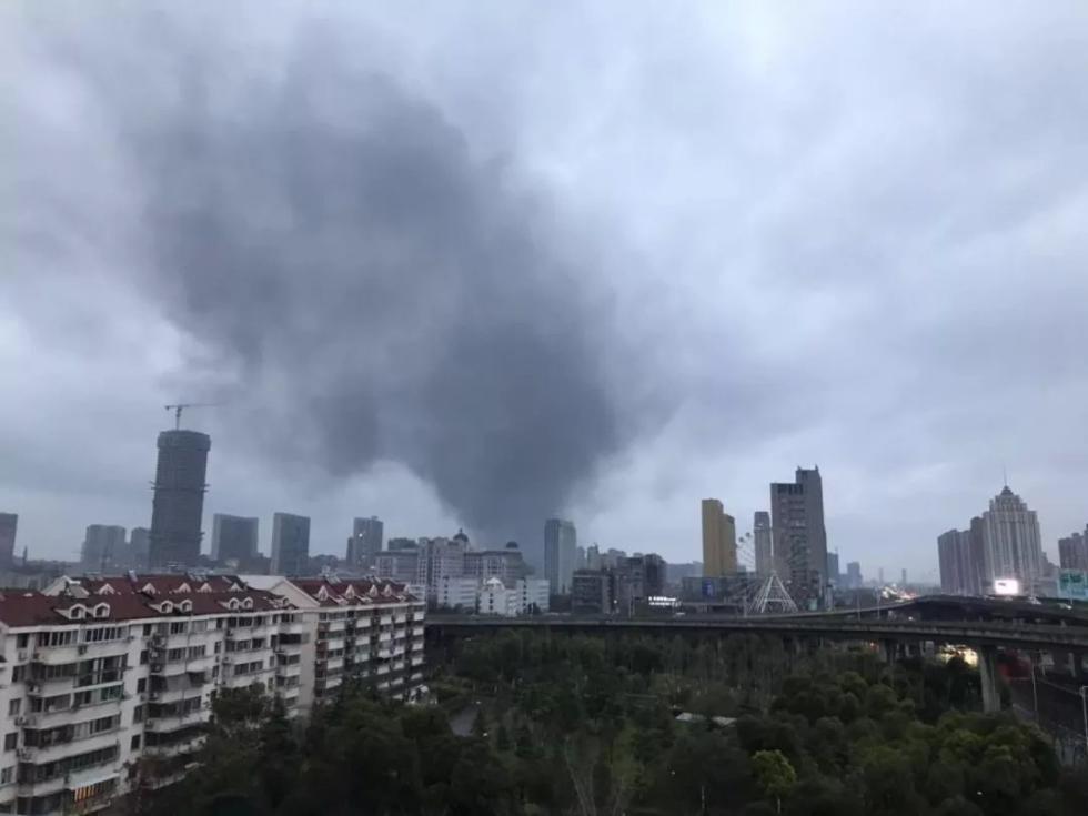 港闸区一企业突发火灾,过火面积约120平方米,无人员伤亡