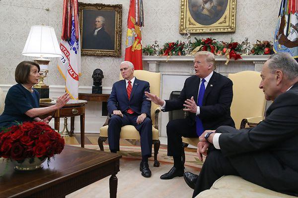 特朗普和民主党领袖因边境问题争吵不休 彭斯一言不发