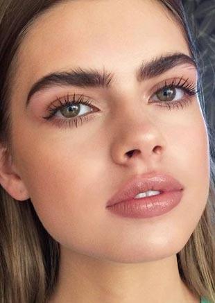 2019 年盛行的眉毛——贴地眉