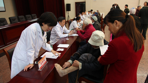 陇南市慈善协会健康扶贫暖人心