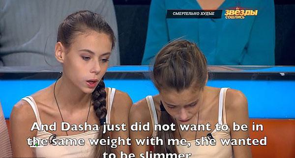 俄14岁双胞胎为保持身材患厌食症 体重跌至36千克