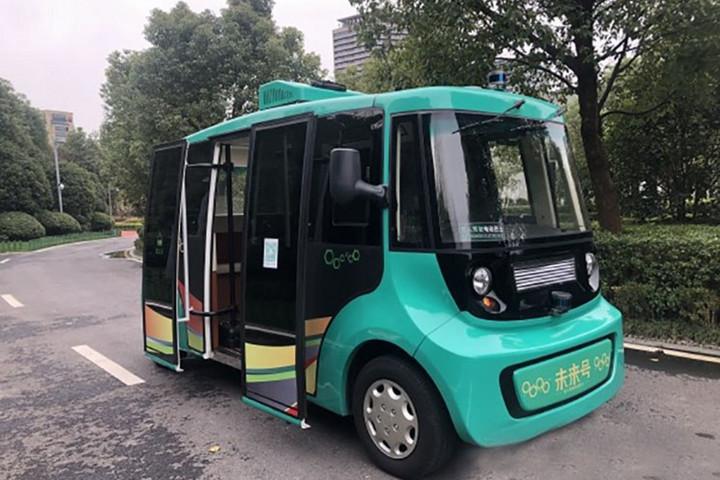 """江苏省自主研发无人驾驶巴士""""未来号""""正在测试"""