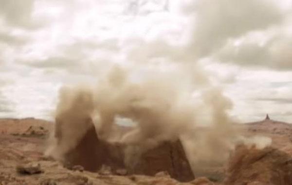 网传视频记录美国岩石遗迹被炸毁 真实性有待核实