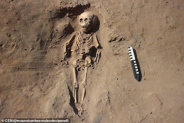 秘鲁发现32具1700年前骷髅 半数足骨被做成装饰品