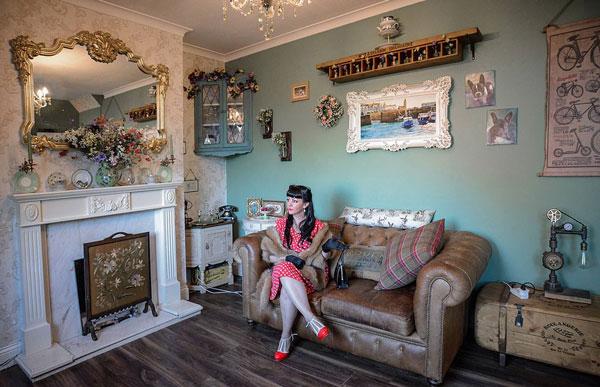 英女商人花60万元将自家房屋改造成复古乐园