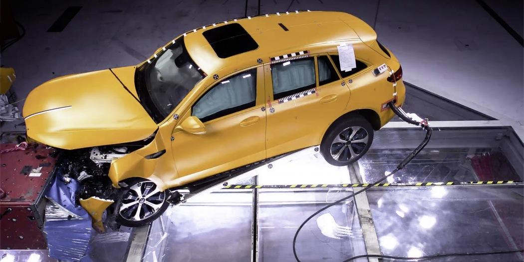 奔驰公布EQC碰撞测试结果 强调电动汽车安全性