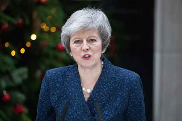 英国首相特雷莎·梅就不信任投票发表讲话