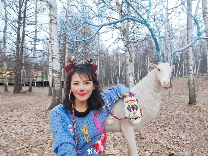 刘涛带鹿角变身最美梅花鹿 与雪雕搞怪合影尽显反差萌